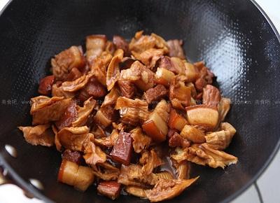 Hướng dẫn cách làm măng khô kho thịt