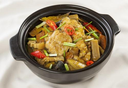 Bữa cơm gia đình siêu ngon với món ăn từ tai chua khô
