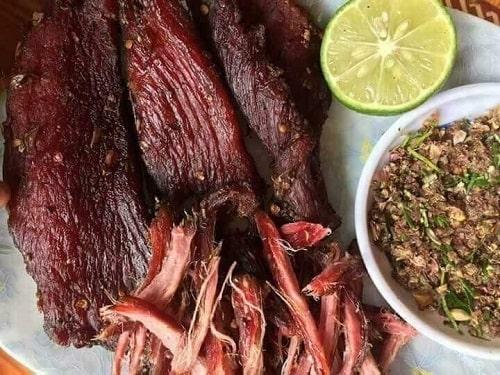 5 cách ăn thịt lợn gác bếp giữ trọn hương vị truyền thống